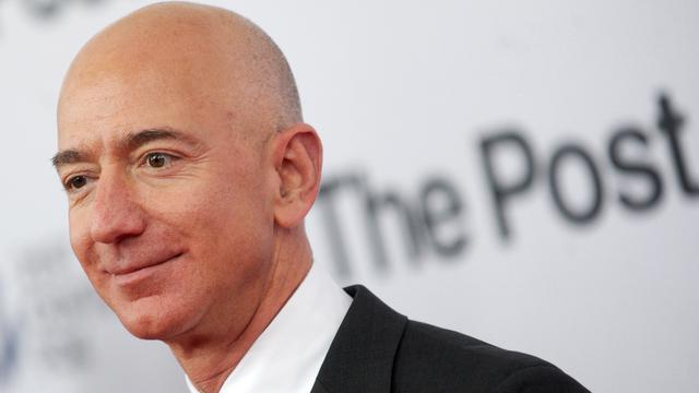 Jeff Bezos kini bergelar centibillionaire