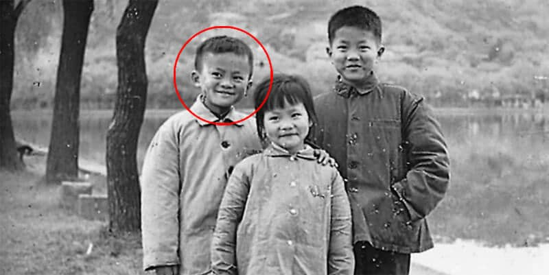 Foto masa kecil Jack Ma bersama sudaranya